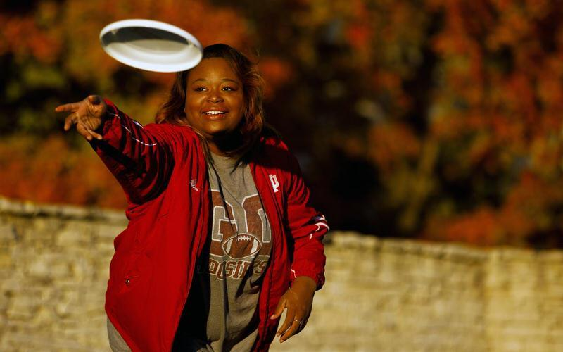 IU student throwing a frisbee.